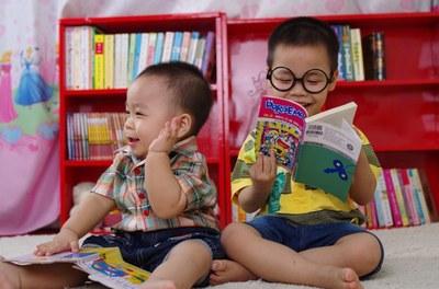 enfants lisant